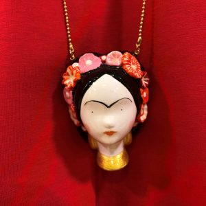 Colgante Frida Khalo Artesania de Cousalinda